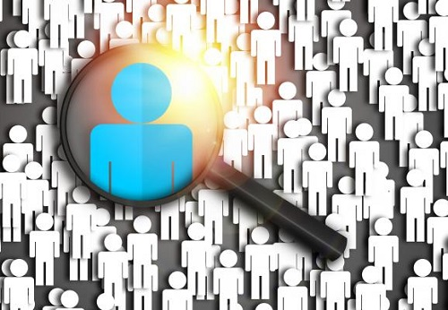 magnifying glass focuing on image of one person among many others_Employee_experience_HRReady