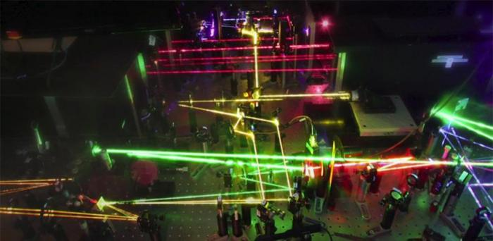 Lasers in the Optoelectronics Lab  Credit: Akshay Rao
